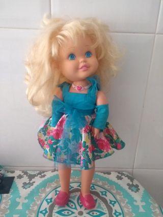 Muñeca Helen flash de Famosa