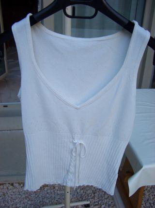camiseta blanca entallada (talla 38/40)