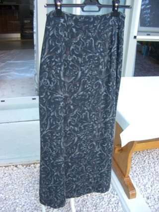 falda larga con tonos grises (talla 40)