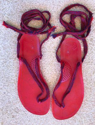 sandales de plage ou spartiate plastique T. 37