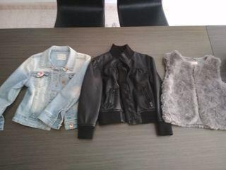 2 chaquetas una de ellas de piel y un chaleco