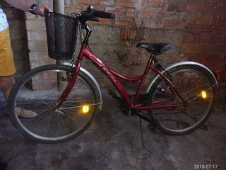 Bicicleta paseo granate con cesta