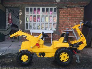 Tractor de juguete. Tractor a pedales Excavadora