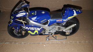 Moto miniatura Pedrosa