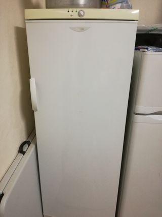 congelador vertical cajones