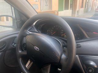 Ford Focus 1600 gasolina.