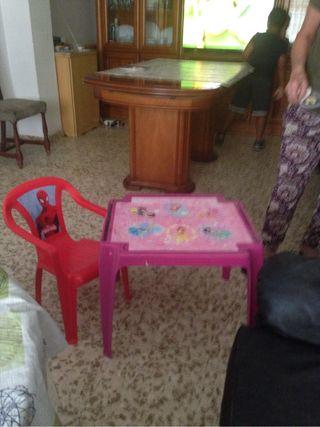 Mesa infantil y silla