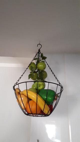 cesto con frutas y verduras