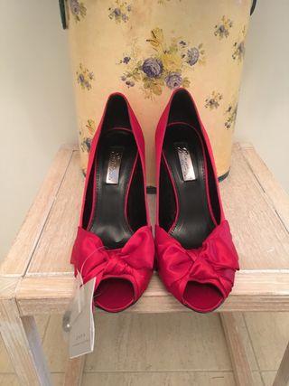 En Zapatos Mano Mujer Tacón Zara Rojos De Santiago 10 € Segunda Por 3R4ALq5j