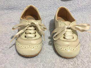Zapatos charol niño. Num: 22