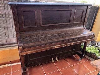 Piano alemán antiguo 1910
