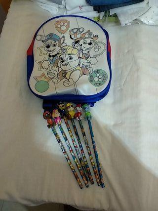 Mochila + lapices+ muñecos