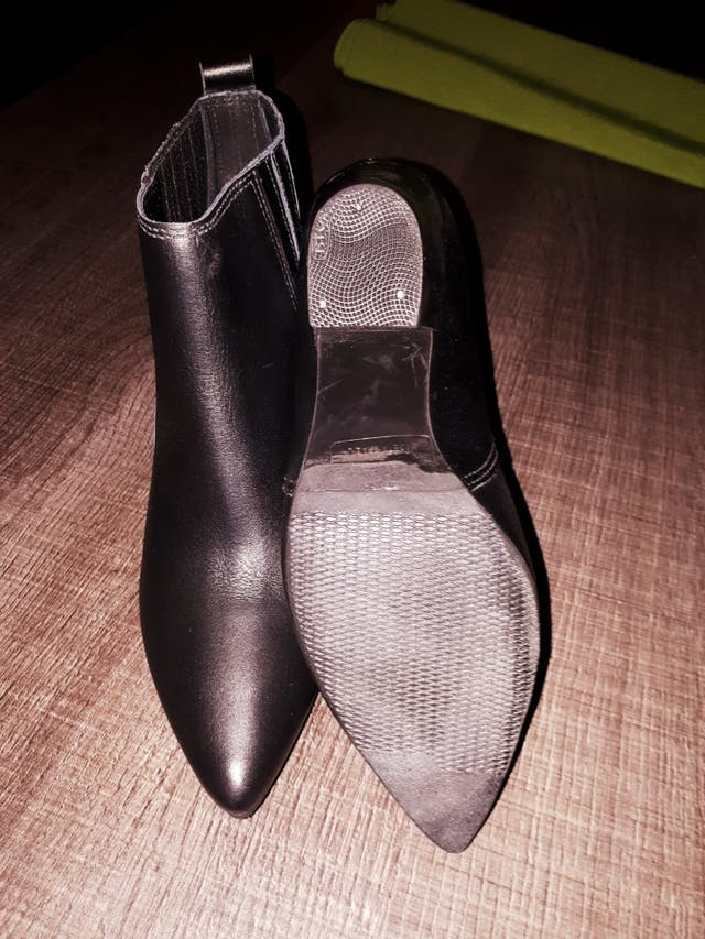 Botines en color negro núm 36