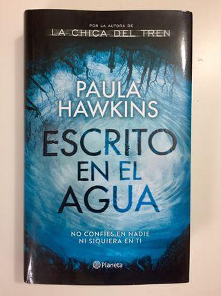 """Libro """"Escrito en el agua"""" de Paula Hawkins"""