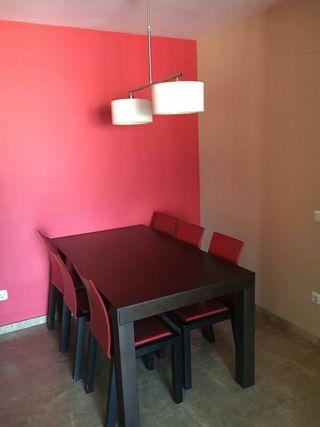 Mesa, silla y lampara comedor