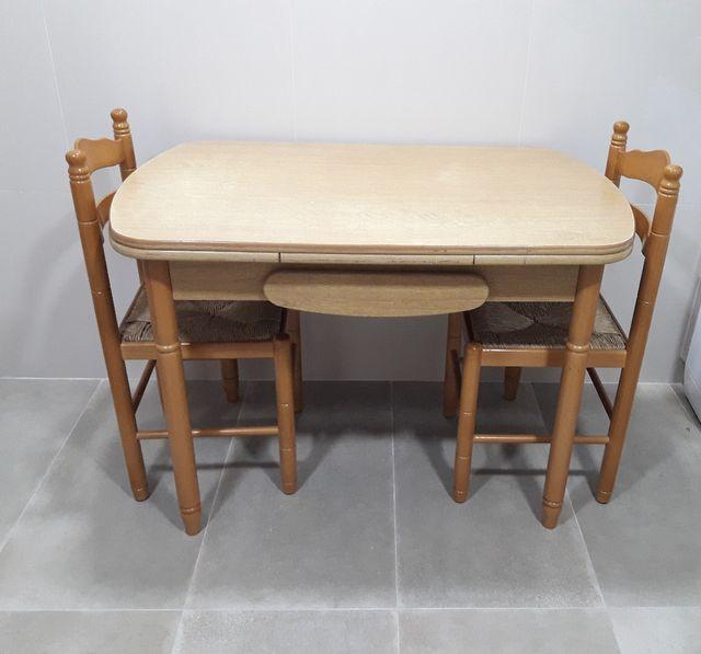 Mesa extensible de cocina con 2 sillas de segunda mano por 50 € en ...