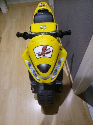moto empujones injusa niños