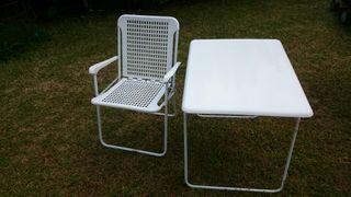 Mesa y 4 sillas de camping