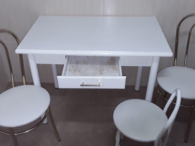 Conjunto de mesa cocina 2 sillas y 1 banqueta de segunda mano por 30 ...