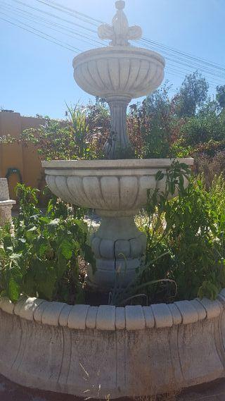 Fuente jardín grande