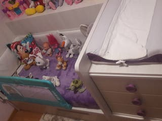 Mueble dormitorio convertible. Cuna a cama.