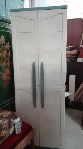 Armario trastero de pvc, dos puertas.