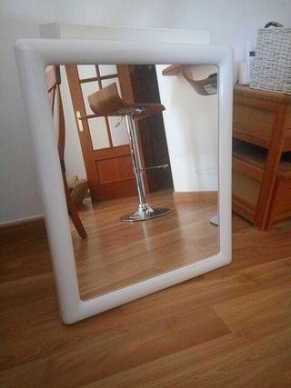 espejo para baño. 54 cm de ancho y 66 cm de largo.