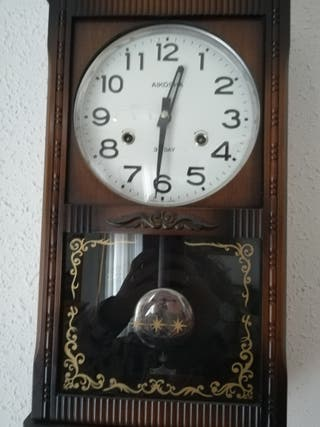 Reloj de pared de madera