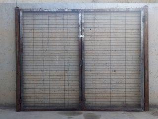 Porta de reixa 240x200cm