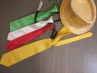 Corbatas y sombrero