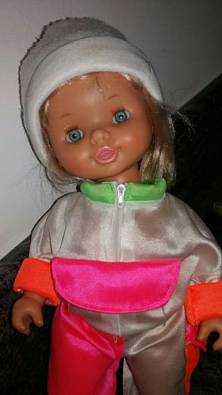 Muñeca Nieves de Famosa 1991