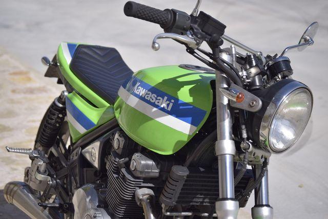 Kawasaki zr550 estilo Street tracker by CRG