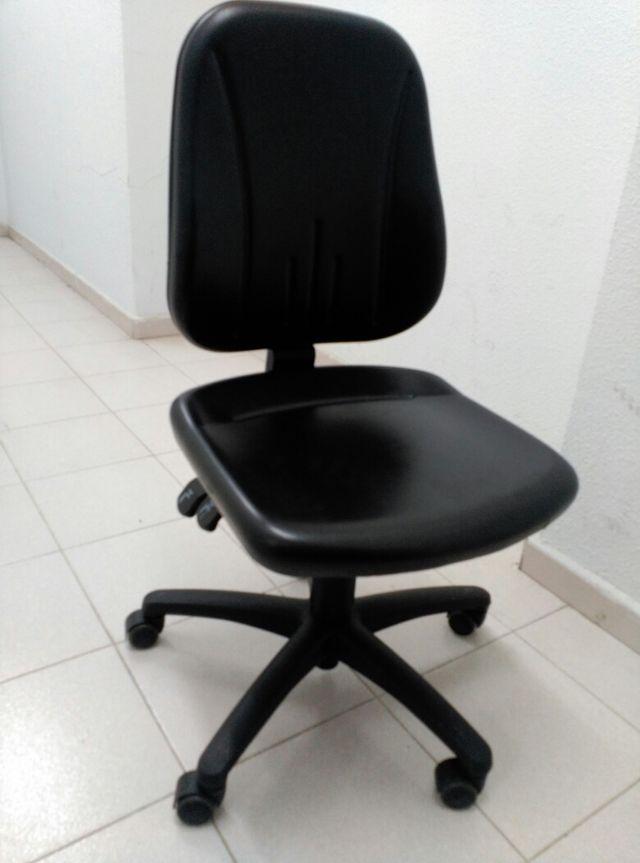 Urgente oferta silla oficina con ruedas de segunda mano por 5 € en ...
