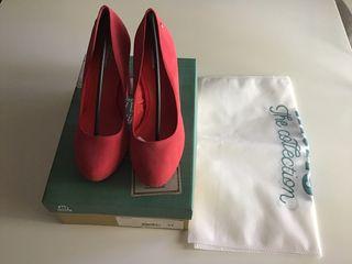 Zapato tacón rojo Mustang