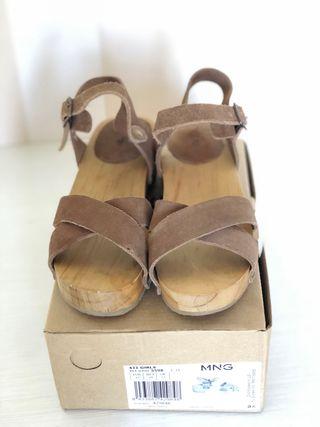 Sandalias de piel con tacón número 32