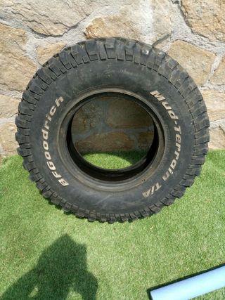 Neumático de 4x4 montaña