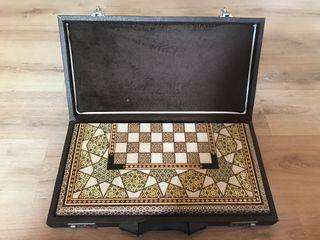 Backgammon traditional style