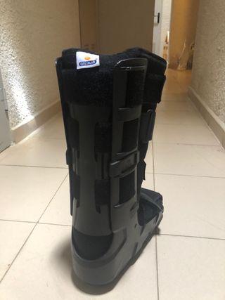 Prótesis walker protectora para pierna rota