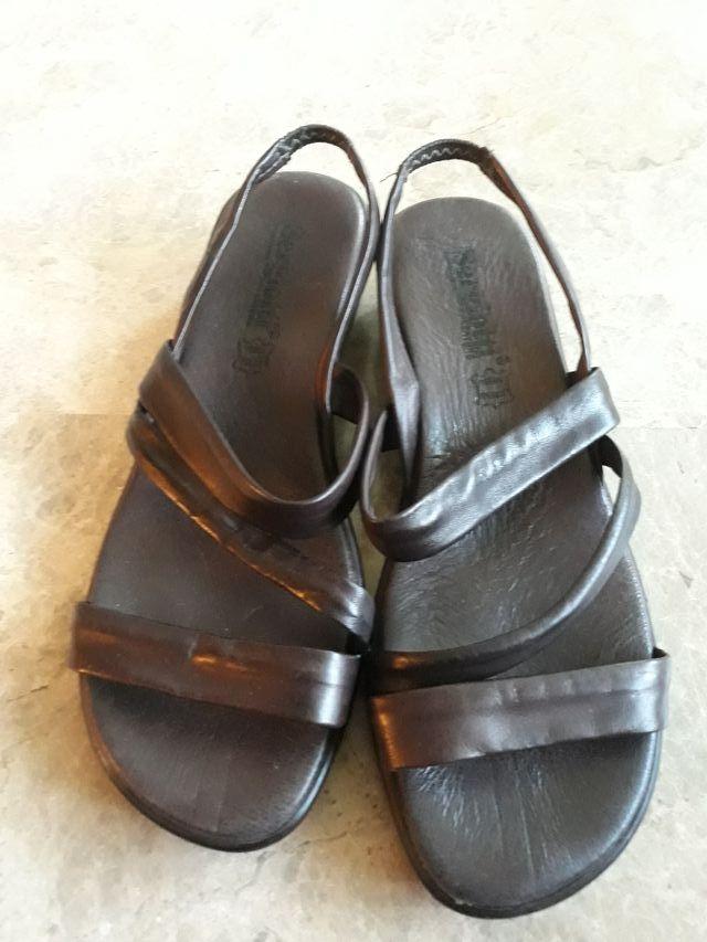 Sandalias color marrón núm. 39. Made in Spain