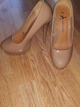zapatos charol color nude T 38