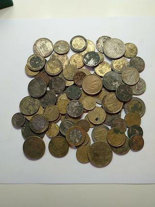 lote de 75 monedas extranjeras difentes paises