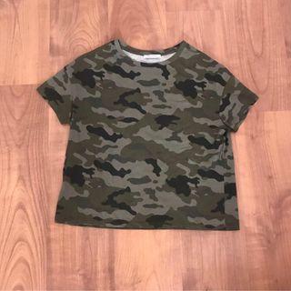 Camiseta camuflaje Zara de segunda mano por 5 € en Sevilla