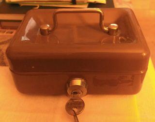 Caja fuerte portatil con llave