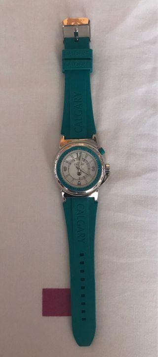 Reloj verde-azulado