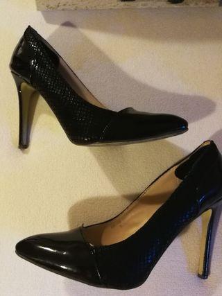 Zapatos stilettos negros.n°37