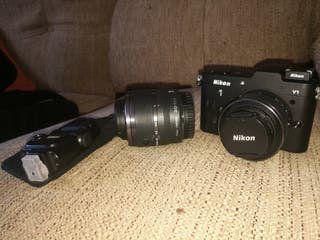 Nikon V1 con dos objetivos y Flash