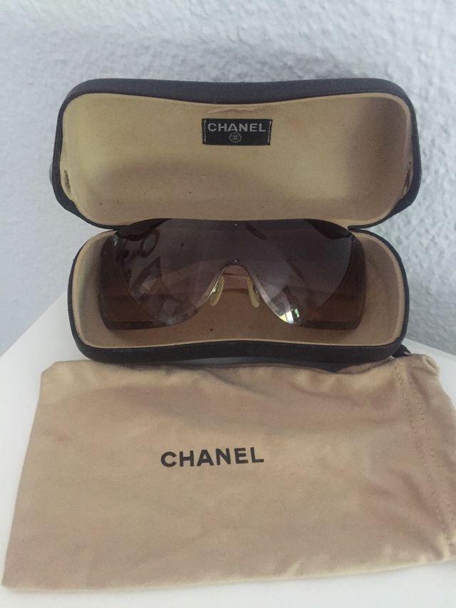 ca652b181cb Gafas de sol mujer Chanel de segunda mano por 80 € en Madrid en WALLAPOP