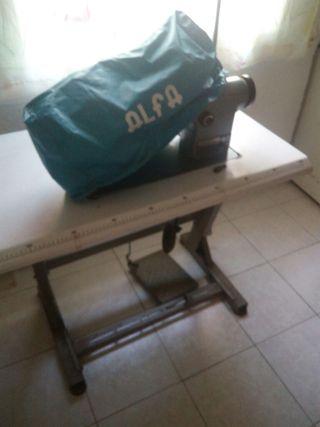 maquina de coser ALFA 157