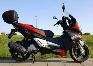 moto aprilia sr max 125cc