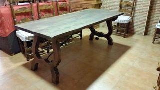 Mesa salón con sillas